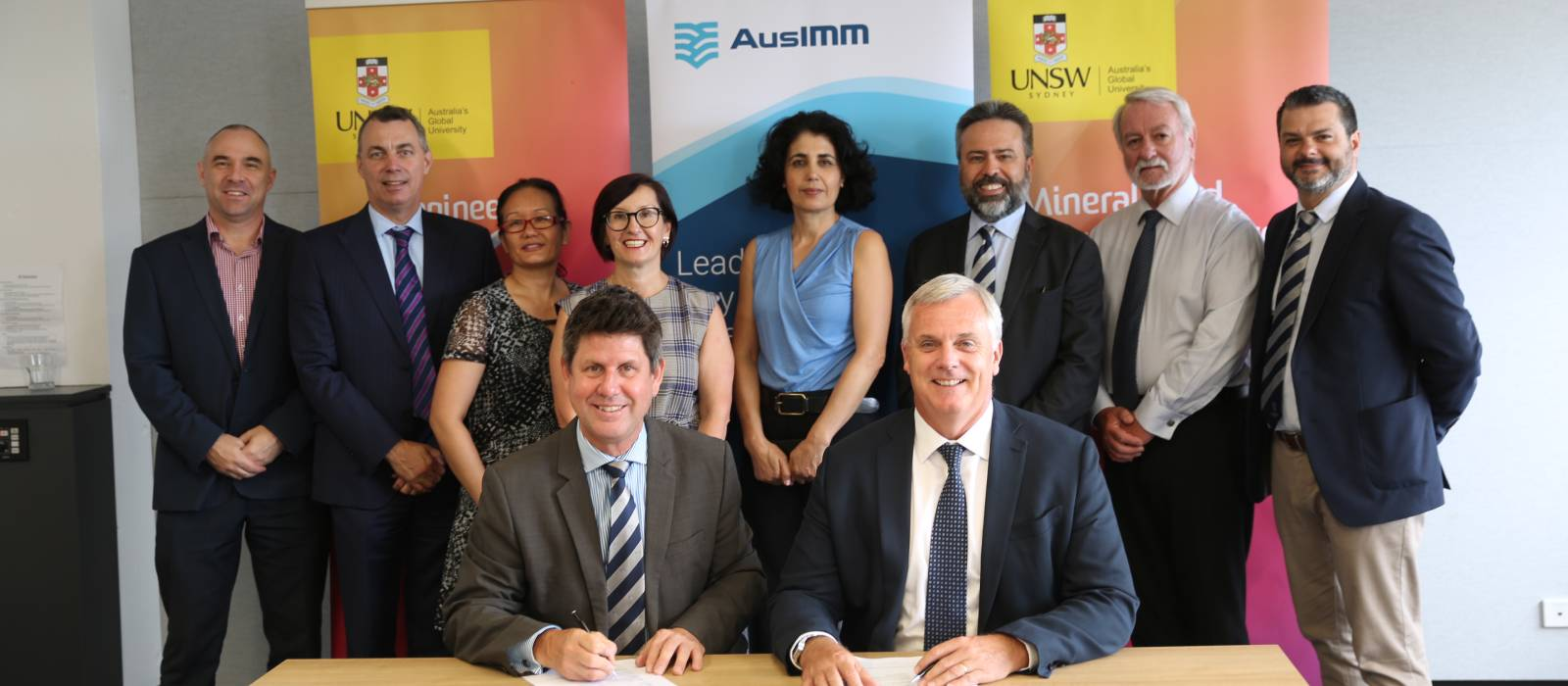 AusIMM CEO Stephen Durkin and Dean of Engineering UNSW Mark Hoffman lead the partnership signing.